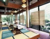 ロビーにある和のスペース!喫茶や萩焼の展示がございます。