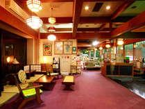 入ってすぐのロビーの写真です。フロントでは館内のご案内や観光情報などお伝えしております。