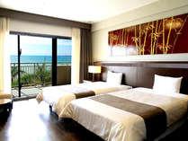 【シーサイドツインルーム】2階の客室からは目の前に広がる海をお楽しみ頂けます