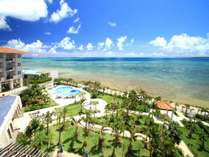 青い空と海を臨む南国のリゾートホテルへようこそ