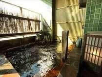 ◆温泉の色は茶黒の濁り湯です。