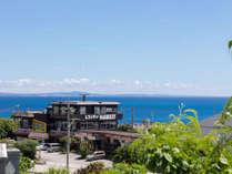 ・沖縄の青い海と空が皆様をお待ちしております