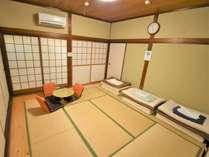 ゆったり個室(3~4名部屋)畳と障子の日本的なお部屋です。個室はお部屋で飲食も可能です!