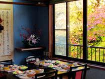 *【朝食風景】 清々しい朝の森を眺めならお過ごしください