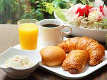 ≪無料朝食サービス≫焼き立てパン各種