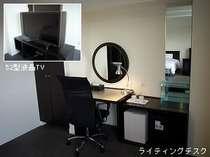 52型液晶TVを設置、デスクはLAN回線もありビジネスで充分ご満足頂ける広さです。