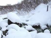 秘湯気分を満喫できる雪景色