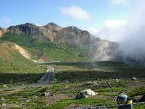高湯温泉から土湯峠に至る最高標高1,622mを走る磐梯吾妻スカイライン、高湯ゲート入口まで1分(冬季閉鎖)