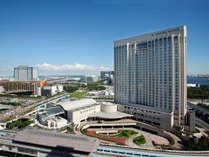 東京湾に囲まれた「お台場」に位置する地上30階建てのホテル。