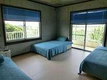 広いお部屋のトリプルルームはご家族やお友達とのバカンスに最適です。