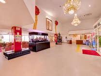 *フロント/開放的な空間でお客様のご到着をお待ちいたしております。