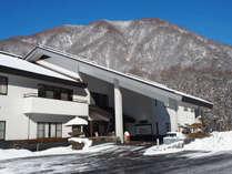 澄んだ青空と白雪のコントラストが清々しい気分にさせてくれます。