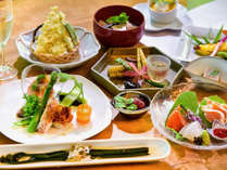 基本プラン灯akari-春夏(一例)奥会津の素材を生かした優しい料理が並びます