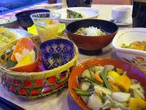 *こだわりの和食膳は、1品1品全て料理人の手作りでご提供しております!(夕食一例)