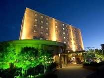 幻想的な雰囲気さえ漂う外観。宮崎グリーンホテルへようこそ!(^^)/