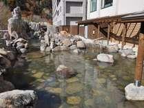 大自然と調和した岩造りの露天風呂