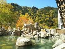 四季折々の景色が楽しめる露天風呂