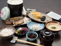*【朝食】(一例)/干物や自家製豆腐など、和定食をご用意いたします