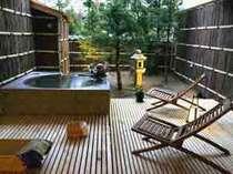 【庭・露天風呂付き客室】庭を望む露天風呂つき客室(写真は一例)