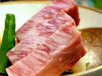 特選飛騨牛ステーキ。みごとなサシです。(一例)