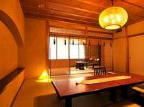 【露天風呂付き特別室・三間続き和室ツイン】夏には御簾がとても涼しげです。(写真は一例)