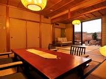 露天風呂付き特別室。優雅な作りのお部屋です。【301号室 風呂:ヒノキ張】