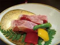 ステーキは飛騨牛の最上級A5等級を使用。見事な霜降りです。