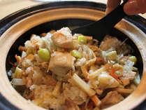 期間限定、飛騨軍鶏を土鍋で炊いて!