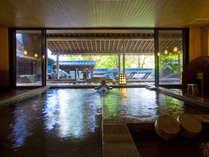 【大浴場】男女の入れ替えがございますので、趣の異なる2つの大浴場をどちらもお愉しみいただけます。