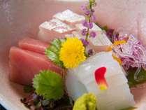 【ご夕食一例】日本海から直送された新鮮な魚介類をつかい季節を感じる会席料理