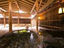 【貸切風呂】広々とした貸切風呂では、まわりに気兼ねすることなくプライベートな時間をお過ごしください。