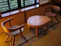 【和室12畳】窓際の椅子に座り景色を眺めながら、大切な方と語り合うかけがえのない時間(写真は一例)