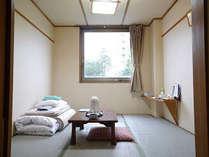 【和室6畳】畳のお部屋で、のんびりお寛ぎ下さい。