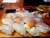 地魚寿司デリバリープラン写真は1人前です。