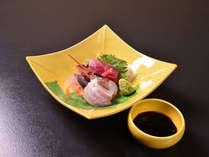 *お夕食一例(お造り)/脂ののった日本海の新鮮な海の幸をぜひご賞味下さい。