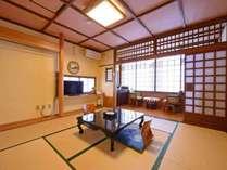 *【海側 和室8畳】お客様が一番長くいる場所だから…と館主がこだわった落ち着いた雰囲気の民芸調和室。