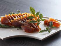 お土産一番人気の奈良漬。酒粕の旨味がぎゅっと凝縮されつつも、甘みとコクがひきたち食べやすい味です。
