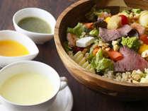 """「玄米ごはんサラダセット」胚芽の大きい高機能玄米""""金のいぶき""""使用。食べ応えも抜群。"""