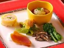 旬の魚と自家栽培野菜を使い一品ずつ丁寧に提供する。割烹料理基本コースプラン