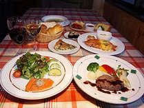 ご好評の和洋折衷のお料理をお箸でどうぞ♪(特に牛ヒレステーキや珍しい蕎麦寿司が人気です!)