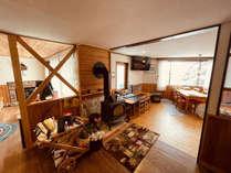 南アルプス連峰を一望出来るダイニング♪(パイン材無垢のテーブル・檜の床・照明はステンドグラスを使用)
