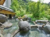 【庭園露天風呂】開放感のある露天風呂