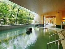 【大浴場 桃源山水】春には桜の花を見ながらのご入浴ができる大浴場