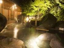 【庭園露天風呂】四季折々の景色でお迎えする。庭園露天風呂