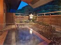 【プレミアムスイート】専用露天風呂はまるで鮮やかな自然に抱かれているような癒しをくれる