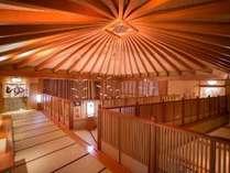 3階大浴場【楽山楽水】ロビーから吹き抜けの解放感のある廊下