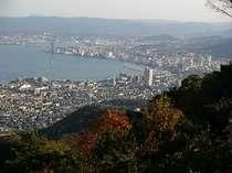 比叡山までのドライブウェイからは、こんなにキレイな琵琶湖&大津の景色が!夜景もとっても素敵です♪