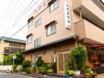 - 外観 - 名鉄古見駅より徒歩約1分!ビジネスも観光もぜひ、当館をご利用ください!