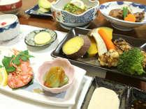 【1泊2食付】地元の新鮮な食材をつかった名物スメ料理を堪能!