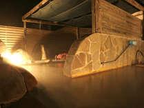 露天風呂(混浴)/指宿市内では希少な単純硫黄泉。皮膚病やリウマチ、疲労回復などに効果が期待できます。
